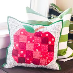 Pillow of the Month Club - My Girlfriend's Quilt Shoppe Logan Diy Pillows, Throw Pillows, Sewing Projects, Projects To Try, Quilt In A Day, Fall Quilts, Block Of The Month, Sewing Appliques, Quilted Pillow