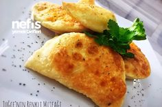 Nefis Puf Börek Tarifi (Az Malzemeli Çok Lezzetli) Fish And Meat, Fish And Seafood, Turkey Today, Grand Kitchen, Turkish Sweets, Turkish Kitchen, Best Beauty Tips, Fresh Fruits And Vegetables, C'est Bon
