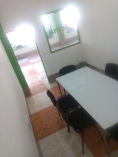 Alquiler de oficina por horas en Trasteros Plus. Oficinas baratas para autónomos, empresas y comerciales. Estamos entre Fuengirola y Mijas en Avenida Virgen de Fátima ( junto al supermercado Día y el Mc Donalds).