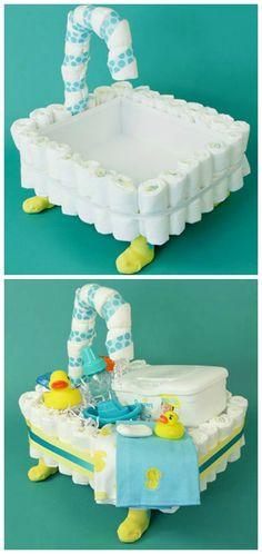 How to make a bathtub diaper cake 12 super cute diaper cake ideas for baby showers Regalo Baby Shower, Baby Shower Crafts, Baby Shower Niño, Baby Shower Diapers, Shower Gifts, Baby Showers, Shower Favors, Shower Invitations, Boat Diaper Cake