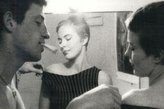 """Alfred Hitchcock ve Orson Welles'den sonra üçlemenin son halkası olan, dahi yönetmen Godard'ı, temsil ettiği akım yani """"yeni dalga"""" doğrultusunda ele alacağım. Tabii bu ele alışı her zamanki gibi bir film ile örneklendirerek yapacağım. Bu örnekleme için, Godard'ın kült filmlerinden biri olan """"Serseri Aşıklar"""", bizlere yeterince yardımcı olacak gibi duruyor."""