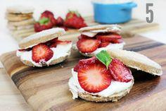 Strawberry shortbread samiches'