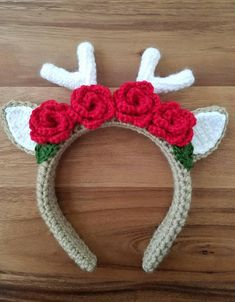 This item is made of plastic headband, acrylic yarn and is available in primary color : brown, secondary color : red, holiday : christmas. Crown Pattern, Headband Pattern, Christmas Crochet Patterns, Holiday Crochet, Crochet Hair Accessories, Crochet Hair Styles, Crochet Beanie, Crochet Yarn, Headband Crochet