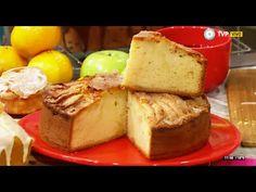 Colocar en la licuadora todos los ingredientes (menos la harina y la manzana) y licuar. Pasar la mezcla a un bol e integrar la manzana en cubito...