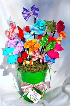 Bow Bouquet Baby Shower Gifts It's a girl Bows Colors Bows in a Bucket Shower Bebe, Girl Shower, Craft Gifts, Diy Gifts, Bow Bouquet, Baby Wedding, Baby Crafts, Creative Gifts, Craft Fairs