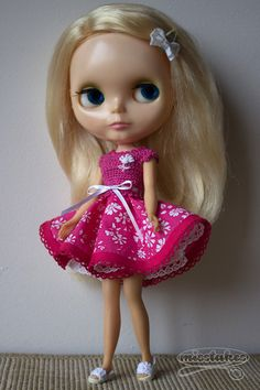 OOAK Blythe Kenner crochet dress by Misstakes licca doll pink white flowers door misstakes op Etsy https://www.etsy.com/nl/listing/244180454/ooak-blythe-kenner-crochet-dress-by
