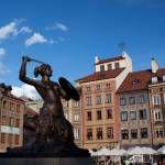 Syrenka Warszawska na Rynku w Warszawie - kopia XIX-wiecznego pomnika. Oryginał mieści się w pobliskim Muzeum Historycznym. Syrenka Warszawska to symbol stolicy.