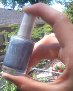 Make your own nail polish colors ... cool!! I needed an idea for some of my old eyeshadows