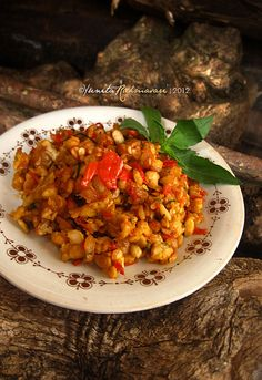 Indonesian Food: Sambal Tempe  **Ingredients: 200g Tempe-- cut & fry (half-done), 4 cloves of garlic-- pan-fry until wilted,12-15 fresh bird's eye chilies,  2 cm galangal, 2 Kaffir lime leaves-- thinly slice, Salt to taste. **Method: Grind the ingredients (except kaffir leaves & tempe) with mortar & pestle to make the sambal (not too fine). Add in the fried tempe and thinly sliced kaffir lime leaves. Slightly crush the fried tempeh until well-mixed with the sambal. #sambal #tempe
