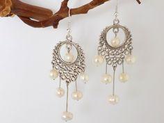 Boucles argentées chandelier 6 perles nacre blanche naturelles Bijoux Design, Pearl Earrings, Drop Earrings, Creations, Chandelier, Jewelry, Beads, Fantasy, Boucle D'oreille