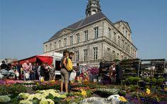 Besuchen Sie den Markt in Maastricht. Sehen Sie sich die schier endlosen Waren des Antiquitätenmarkts, Flohmarkts, Biomarkts oder des Hauptmarkts in Maastricht an.