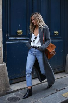 Chloé It-bag | White tee | Long cardigan | oversized | Boyfriend jeans | black shoes | Laké