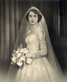 1940s or 50s - love that floral lace! Nice bouquet, too!