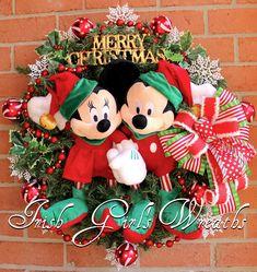 Mickey and Minnie Mouse Merry Christmas Wreath, Disney Christmas, Santa's Helper Elves, Gold RAZ Merry Christmas sign Mickey Christmas, Merry Christmas Sign, Christmas Crafts, Christmas Ideas, Santa Wreath, Xmas Wreaths, Floral Wreaths, Disney Wreath, Disney Art