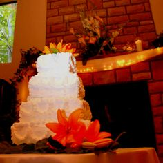 Perfect Fall wedding cake <3 Fall Wedding Cakes, Desserts, Ideas, Food, Autumn Wedding Cakes, Tailgate Desserts, Deserts, Meals, Dessert