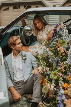 "Free-Spirited New Hampshire Elopement Inspiration in the White Mountains – Compass Collective – Wild and Wed 58 Set in a mystical Northeastern forest, this ""Live Free"" quirky & cool wedding inspo gives us rock & roll vibes! #bridalmusings #bmloves #rocknroll #livefree #coolbride #altbride #weddinginspiration #weddinginspo #weddingphotographer"