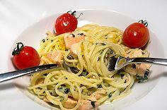 Entdeckung im Schützenhaus: Bärlauch-Sahne-Spaghetti mit Lachswürfeln | Rezept | Rezepte mit Bildern für die anspruchsvolle Hobbyküche