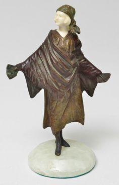 G. Omerth - Escultura européia em bronze patinado com rosto em marfim, representando cartomante - med. 18 x 13 cm - com base med. 20 x 13 cm - peça assinada, base em ônix verde (com pequeno defeito na base). Base R$2.800,00. Out14. Não vendido