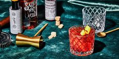 The Sazerac Is the Perfect Cocktail for Old Fashioned Drinkers in Search of Something Bolder - The Sazerac Is the Perfect Cocktail for Old Fashioned Drinkers in Search of Something Bolder Source by madteo - Cocktail Drinks, Bourbon Brands, Old Fashioned Drink, Bitter Lemon, Mardi Gras Party, Fun Drinks