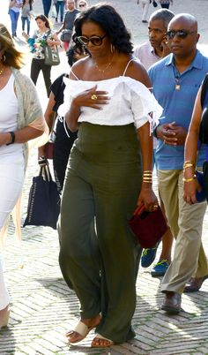 First Lady Michelle Obama Michelle Und Barack Obama, Michelle Obama Fashion, Chic Outfits, Summer Outfits, Fashion Outfits, Beach Outfits, Fashion Trends, Estilo Fashion, Look Fashion