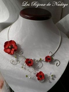Pretty flower and wire wrap necklace... i bet i could make this with fimo clay, wire and some pearls. it looks easy.