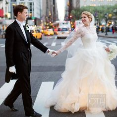 Two things that go together perfectly is #VeraWang and New York City!! Love this couple, and her gown is divine!!! xoxo Photo: Christian Oth Studio