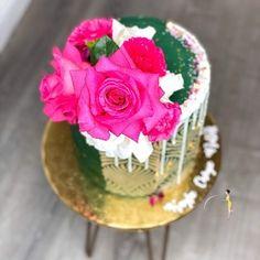"𝐐𝐮𝐚'𝐓𝐞𝐬𝐡𝐚 𝐅𝐞𝐥𝐝𝐞𝐫•𝗖𝗮𝗸𝗲 𝗗𝗲𝘀𝗶𝗴𝗻𝗲𝗿's Instagram profile post: ""ᴄᴀᴋᴇ ᴛᴏᴘ ᴛᴜᴇꜱᴅᴀʏ 😍 : : : : : : : : : : : : : : : : : : : #theebougiebaker #MSbaker #cake #floraldesign #caketoptuesday #dripcake #dripcakes…"" Drip Cakes, Cake Toppings, Custom Cakes, Sprinkles, Floral Design, Treats, Florals, Desserts, Profile"