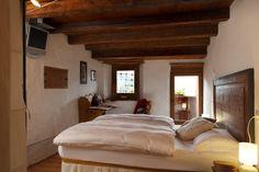 """Il B&B """"Dormì e Disnà"""" è una tipicacostruzione in legno e pietra risalente al 1700, ristrutturata in pieno rispetto della struttura originale, che nella sua articolata architettura ospitava più..."""