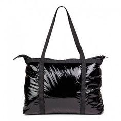 Stor praktisk Friis Co taske i sort blankt materiale 1510045