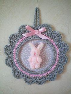 Cadre crochet - petit lapin rose de Escrapbouillette's boutique sur DaWanda.com