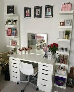 My new makeup set up inspires me so much, I always want to sit at my desk and play with ALL THE MAKEUP! (Still waiting on a Hollywood… Teen Bedroom Designs, Bedroom Decor For Teen Girls, Room Ideas Bedroom, Dressing Room Decor, Dressing Room Design, Dressing Table, Ikea Alex Drawers, Wardrobe Room, Drawer Unit