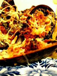 baked mussels Recipe - http://www.dessertsqueen.com/baked-mussels-recipe/