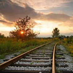 spoor Glory Road, Abandoned Train, Old Trains, Architecture Old, Water Tower, Take Me Home, Train Tracks, Locomotive, Railroad Tracks
