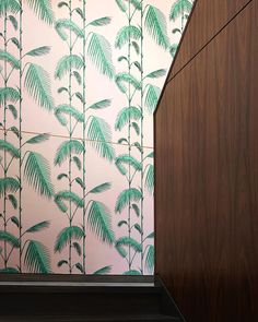 Decorative wallpaper sets off this retreat area. Tropical Wallpaper, Cole And Son, Wallpaper Decor, Bold Prints, South Beach, Interior Styling, Cosy, Palm, Leaves