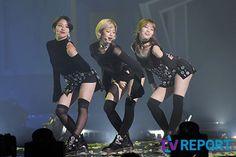 TWICE - ChaeYoung 채영, JungYeon 정연 & Momo 모모 '섹시한 S라인 웨이브' (Sexy S-Line wave) #숏컷