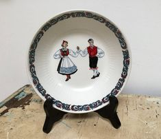 Items similar to Small vintage Figgjo Flint Norway bowl, traditional design on Etsy Traditional Design, Norway, Decorative Plates, How To Make, Etsy, Vintage, Primitive