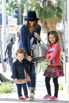 Jessica Alba and her young ladies have a Fun Filled Sunday – Gallery Photo 4 4a81b207b05