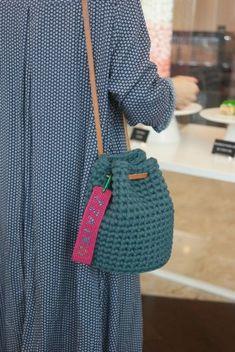 Best 12 Best And Creative Crochet Bag Patterns 2019 – Page 30 of 39 – womenselegance. com – SkillOfKing. Crochet Backpack Pattern, Crochet Clutch, Crochet Handbags, Crochet Purses, Bead Crochet, Crochet Designs, Crochet Patterns, Bag Patterns, Crochet Shoulder Bags