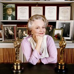 English actress Olivia de Havilland posing with her two Academy Awards.Olivia de Havilland birthday countdown days to go! Golden Age Of Hollywood, Vintage Hollywood, Hollywood Stars, Classic Hollywood, Hollywood Glamour, Olivia De Havilland, Academy Award Winners, Oscar Winners, Academy Awards