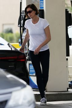 Charlize Theron Oscars, Atomic Blonde, Best Actress, Beautiful Actresses, Actors & Actresses, Product Description, Sporty, Female, Fashion