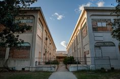 Photos and history of the abandoned Rancho Los Amigos, in Downey, CA. Also known as Hollydale Hospital, Downey Hospital, Los Angeles County Poor Farm, Camp Morrow