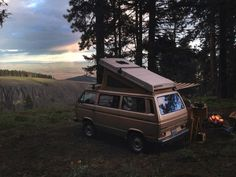 Vanagon in the later afternoon. Table Mountain in Central WA