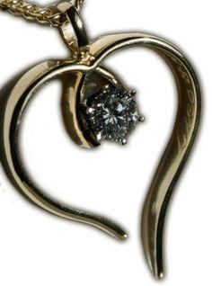 Gedenksieraden - Trouwring vermaakt van partner tot een hart hanger