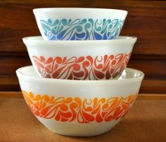I've never seen these before!  Now I know what is moving to the top of my thrifting/yard sale looking for list. Vintage Pyrex, Vintage Bowls, Vintage Dishes, Vintage Glassware, Antique Dishes, Vintage Kitchenware, Vintage Planters, Pyrex Bowls, Pyrex Set