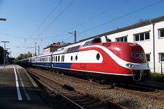 VT601_Blue_Star_Train.jpg (900×600)