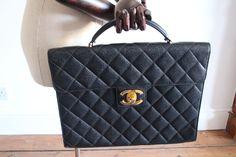 98cfc566ab7 Plateforme de ventes aux enchères en ligne Catawiki   Chanel Porte-documents