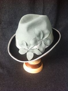 Super chic two tone hat.