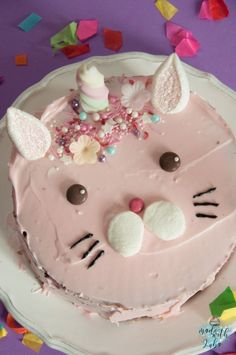 Die Caticorn Katze löst das Einhorn als Trend-Tier ab! Eine tolle Motivtorte f… The Caticorn cat replaces the unicorn as a trend animal! A great motif cake for the girl's child's birthday. Cat Birthday, Birthday Cake, Magic Cat, Savoury Cake, Cake Decorating, Sweets, Food, Cat Cakes, Hearts