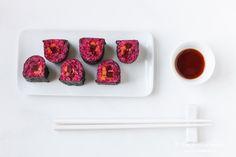 Vegetarische Sushi sind gerade auch für Gemüseliebhaber klasse, denn sie lassen sich mit Gemüsesorten ganz nach Geschmack variieren und gerne auch mit untypischeren Sorten wie Rote Bete.