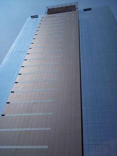 Torre Century / Santa Fe México / Fachada ventilada de paneles de terracota Moeding Alphaton / Color Volcano Grey